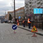 Покраска направляющего пешеходного ограждения
