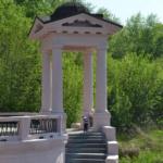 Завершение работ по ремонту кровли беседок на подходе к пешеходному мосту в парке им. А.С. Щербакова