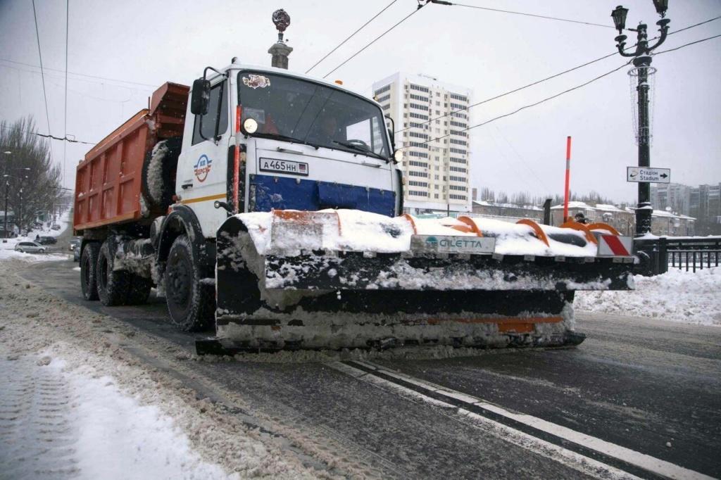 Очистка  автодорог и тротуаров от снега