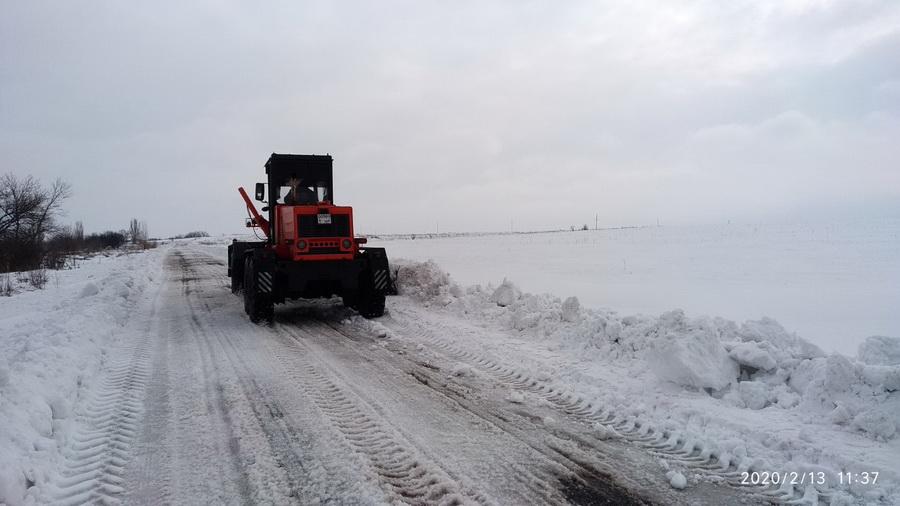 Работы по уборке снега продолжаются